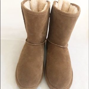 Bearpaw boots lace up the back  NWT size 8 or 9